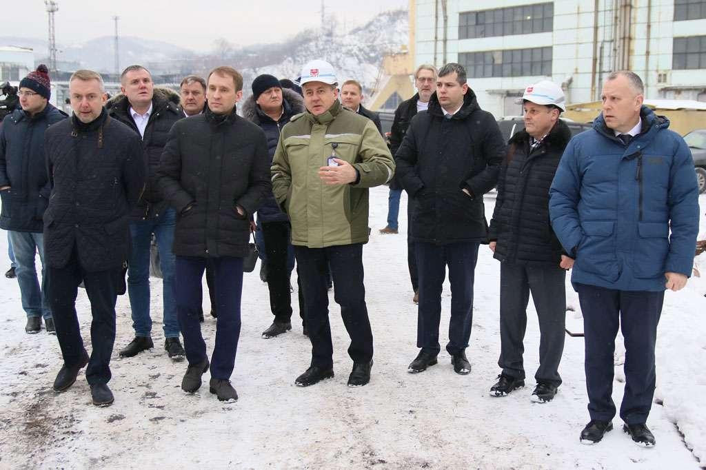 Находкинский судоремонтный завод получит заказ на строительство девяти судов-краболовов